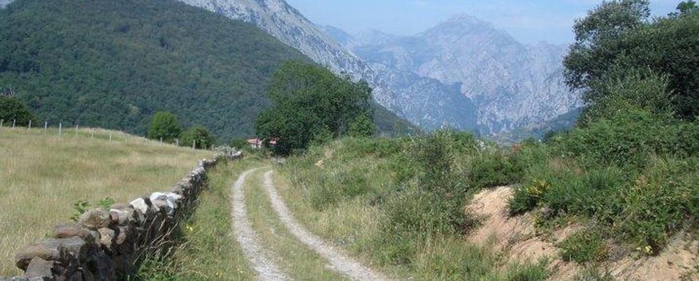 Saliendo de Cicera, Camino Lebaniego por el Valle del Nansa