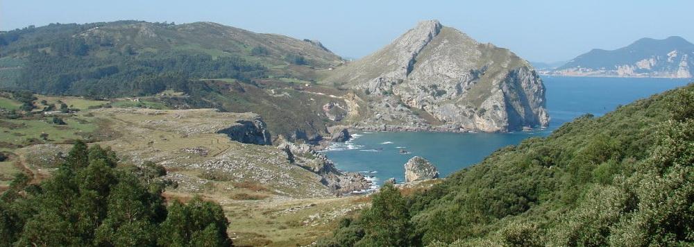 Ideas para viajar a Cantabria en primavera acantilados de Liendo