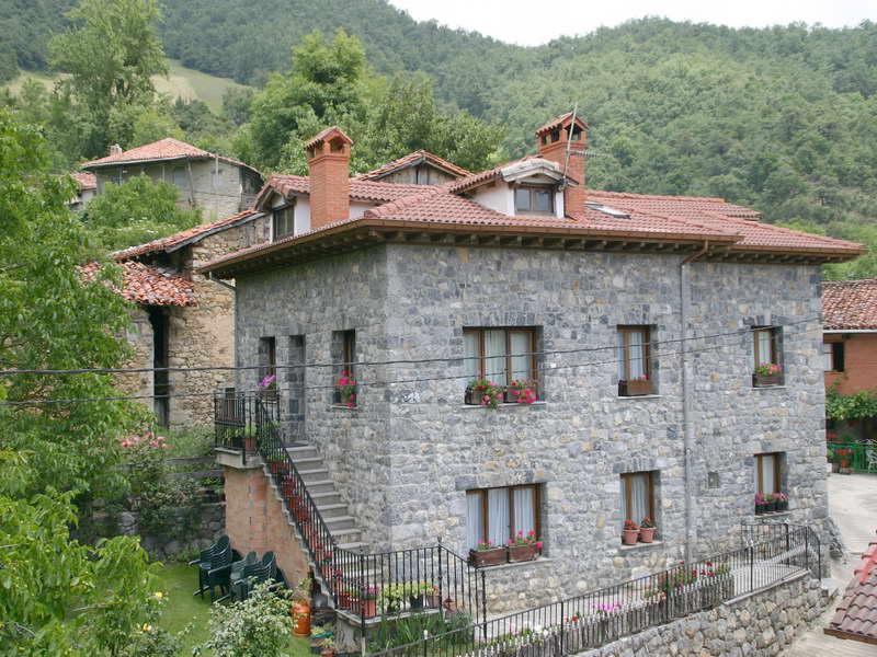 Casa rural las cumbres casas rurales en tanarrio cantabria - Casa rural las lilas ...