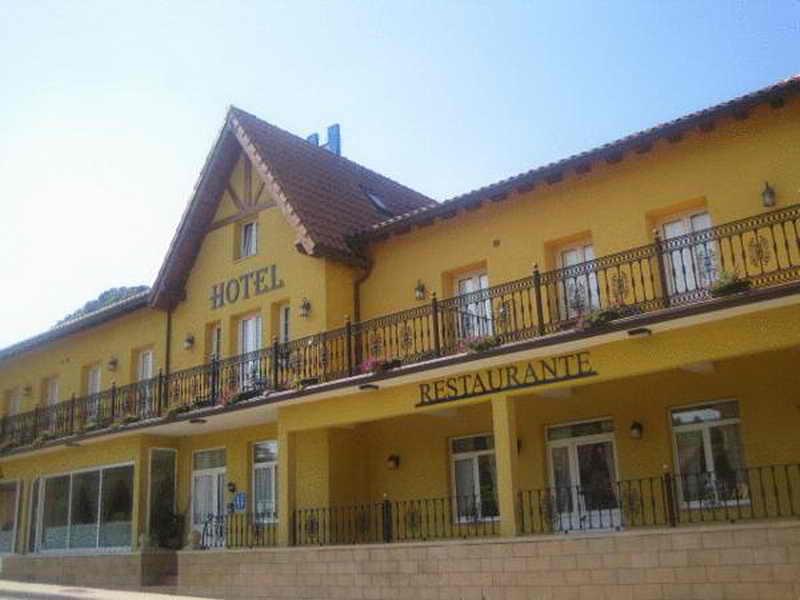 Hotel la terraza hotel en puente viesgo cantabria - Casa rural puente viesgo ...