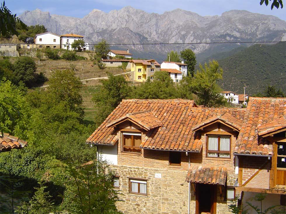 Viviendas rurales el armental casa rural con piscina en for Casas rurales en santander con piscina