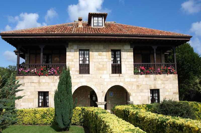 Hotel siglo xviii hotel con encanto en santillana del mar hotel con piscina en santillana del mar - Hoteles en cantabria con piscina ...
