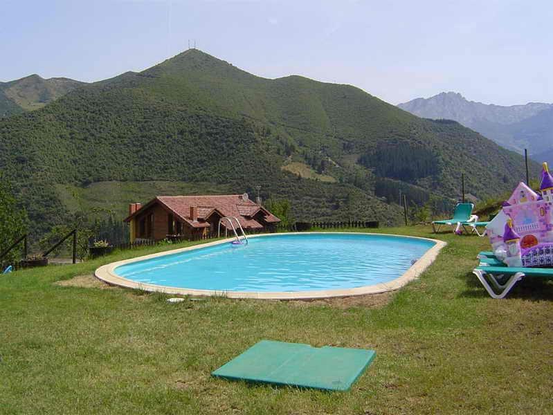 Viviendas rurales el armental casa rural con piscina en - Piscinas en santander ...