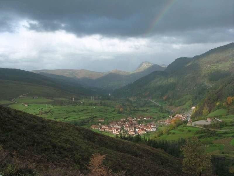 Rutas por el monte matamiguela ruta collada de carmona cantabria - Casa rural carmona ...