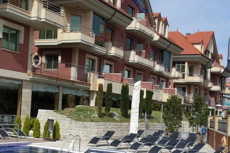 Apartamentos maritimo ris apartamentos en primera linea de playa noja - Apartamentos en cantabria playa ...