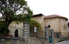 Ermita de San Martin y Santa Catalina de Laredo Cantabria Detalle de la entrada Cantabriarural