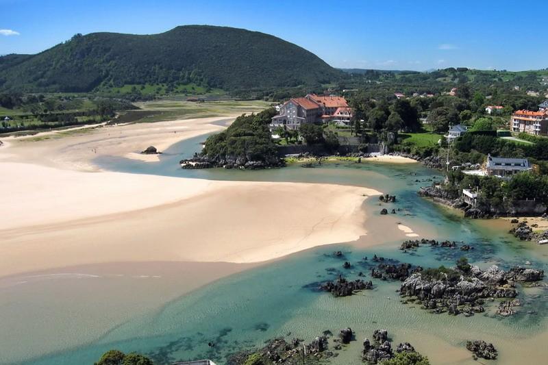 Playa de los barcos arnuero playas de cantabria - Apartamentos en cantabria playa ...