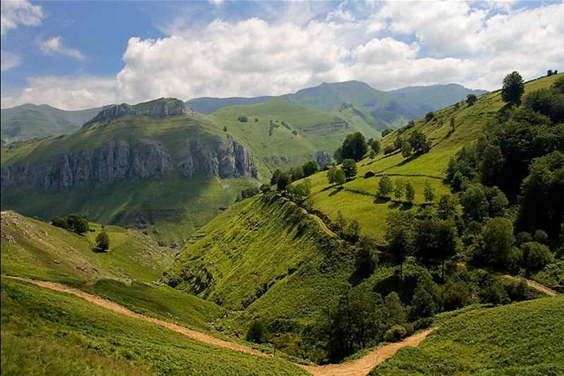 Valles pasiegos comarcas de cantabria valle de pas valles - Casas montornes del valles ...