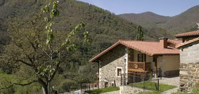 Casas Rurales Aldea de Dosamantes. Casa rural con jardín y barbacoa cerca de Potes. Casas rurales en Pesaguero
