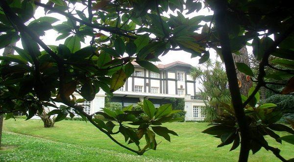 Hotel Escuela Las Carolinas, Hotel tranquilo con jardín en Santander