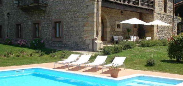 Hotel Palacio Garcia Quijano Hotel Palacio con piscina en Los Corrales de Buelna