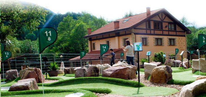 Albergue los Nuberos, Albergue en Santa Maria de Cayón, Albergue con minigolf especializado en colegios y grupos.