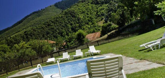 Apartamentos Rurales Traldega, Apartamentos rurales con piscina en Turieno