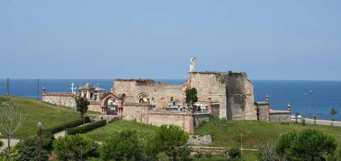 Cementerio de Comillas, Monumentos funerarios de Cantabria