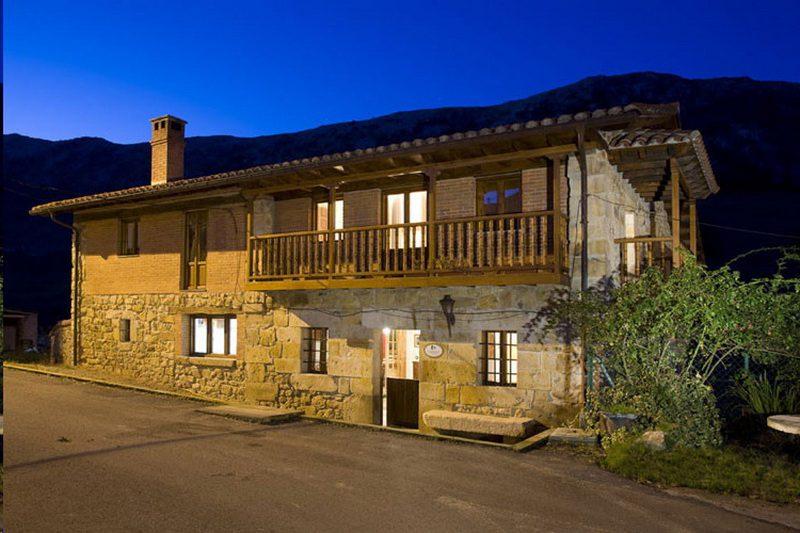 La casa de hijas casas rurales en hijas puente viesgo cantabria - Casa rural puente viesgo ...