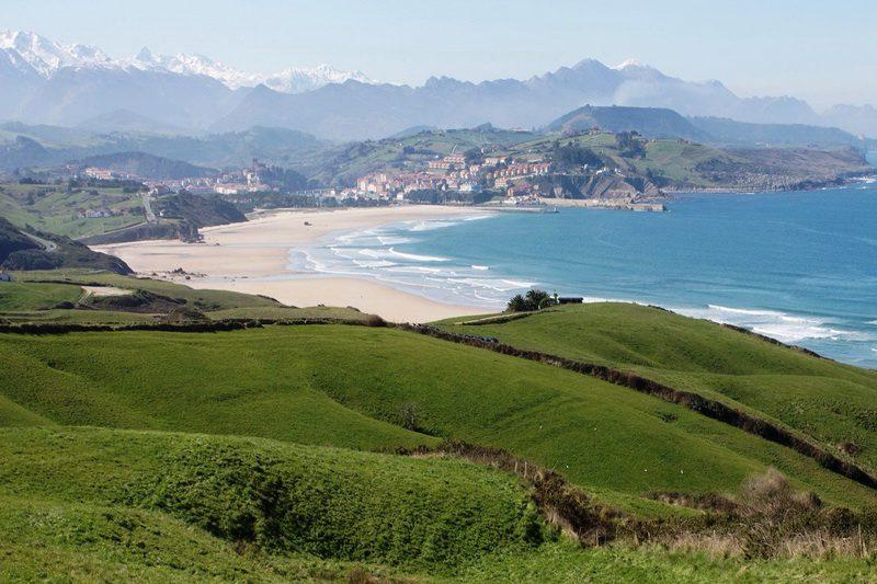 Playa De Merón En San Vicente De La Barquera Playas De San Vicente De La Barquera Cantabria