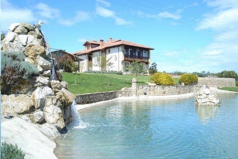 Hoteles rurales cantabria piscina climatizada ni os hotel for Hoteles con piscina climatizada