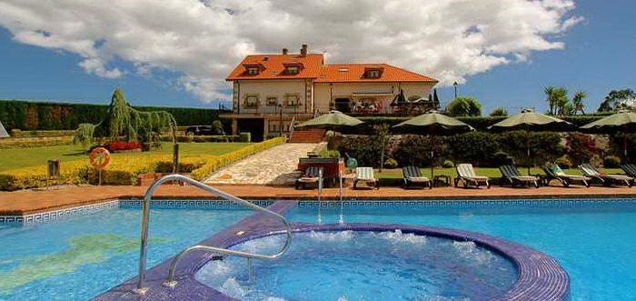 Posada el iso posada rural con piscina y jacuzzi en for Posada el jardin santillana del mar