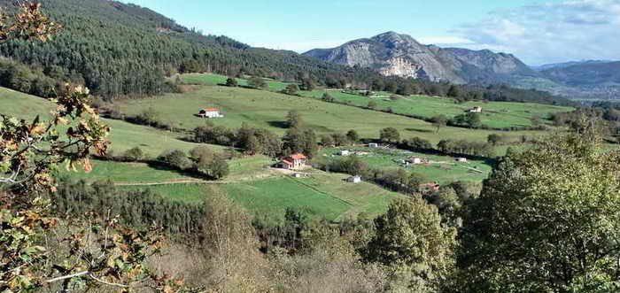 Subida al Campo de la Cruz desde Coo, ruta Coo El Acebo El Mozagro Cantabria