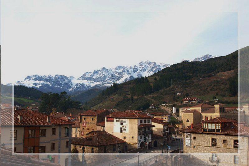 Vistas desde los Chimenea de los Uno de los dormitorios de Cocina de los Apartamentos Sierra del Osos, Apartamentos en Potes Cantabria