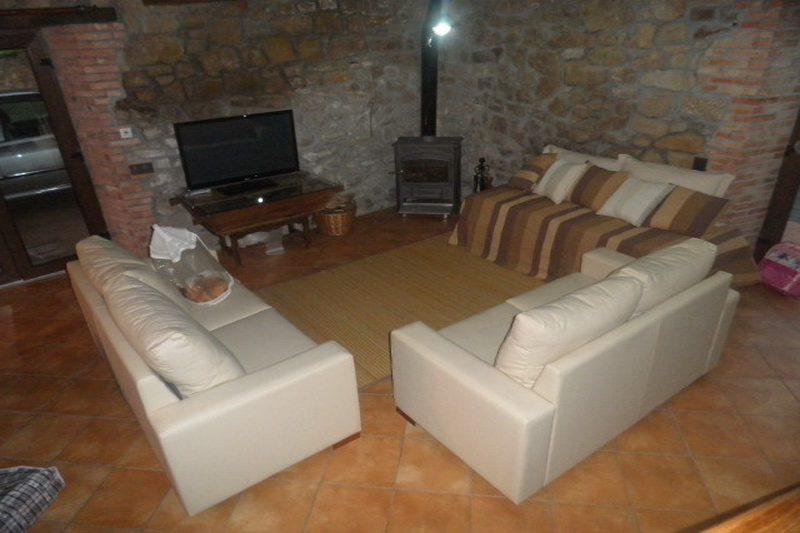 El Paraiso del Yayo Apartamentos en Rozas de Soba (Cantabria) Salón con Chimenea