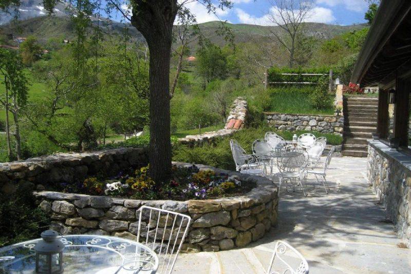 Hotel Casona de Quintana Hotel con encanto en valle de Asón Jardín