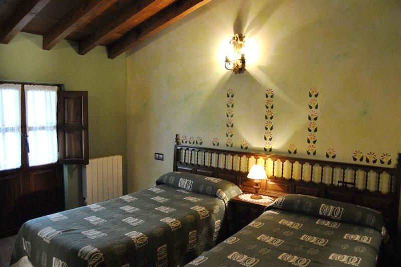 La Hila del Cucal Apartamentos rurales en Mijares Santillana del Mar (Cantabria) Dormitorio