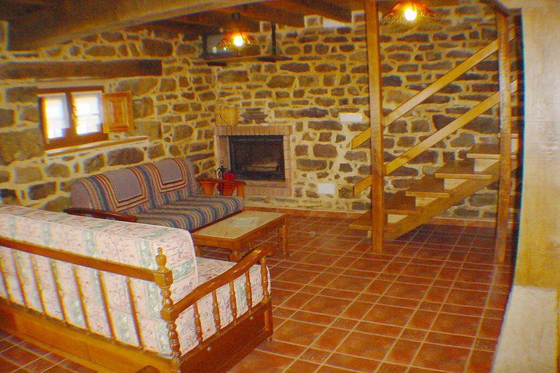 Cabaña Coterón Cabaña Pasiega en Selaya Valles Pasiegos Cantabria Salón con Chimenea