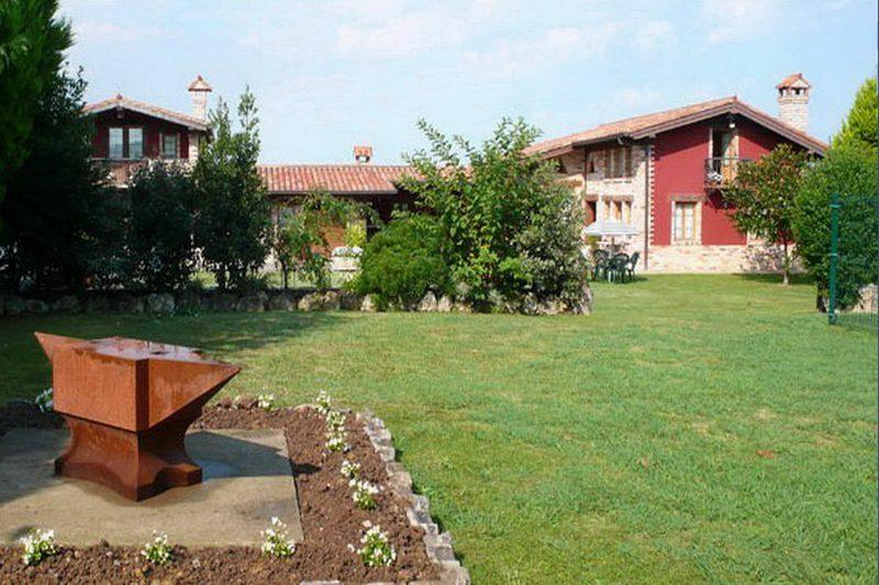 Casa Rural El Yunque Casa rural en Galizano Cantabria Jardín