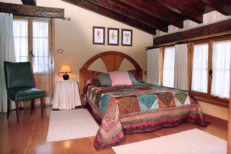 Casa Rural El Yunque Casa rural en Galizano Cantabria Habitación