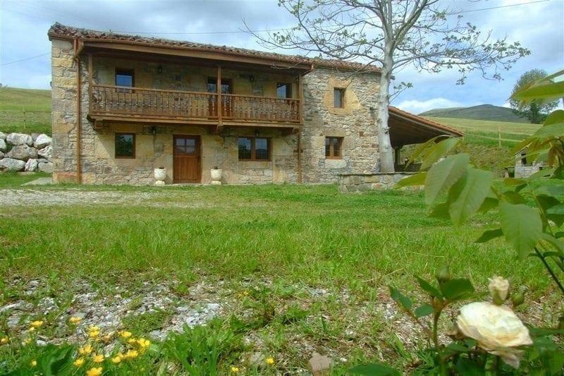 Casa rural Finca EL Cerro Cabaña Pasiega en Bustantegua Selaya (Cantabria)