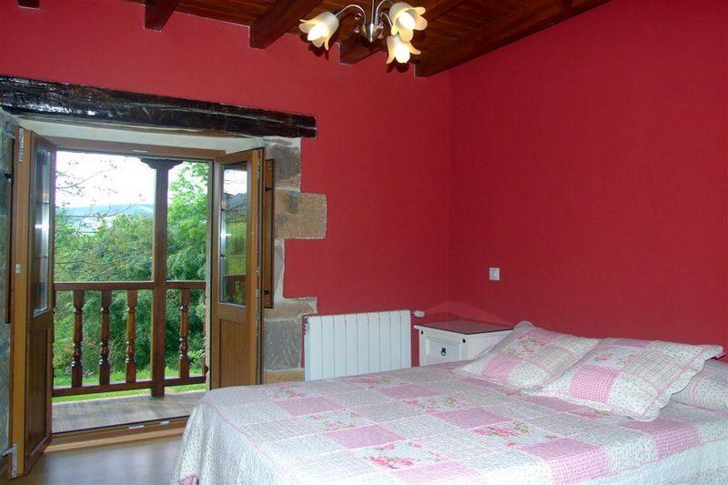 Casa rural Finca El Cerro Cabana Pasiega en Bustantegua Selaya Cantabria habitación