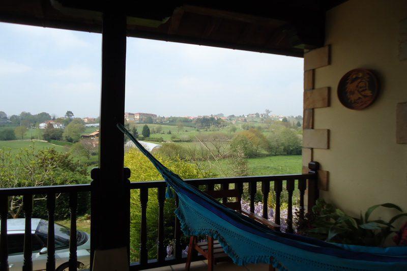 Casa rural Hualdea, Casa rural en Villapresente (Cantabria) Amaca en la terraza