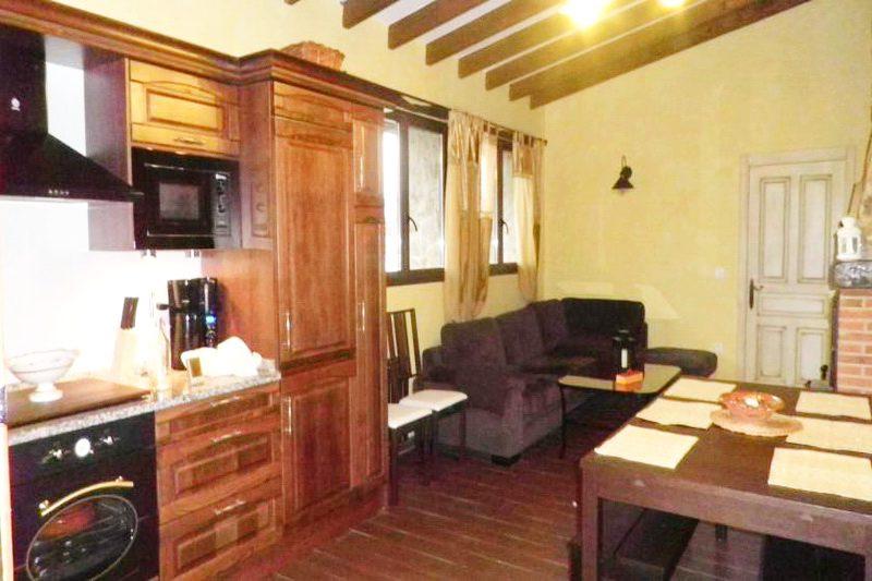 Casa rural La Charruca Casa rural en Abionzo Valles Pasiegos Cantabria Cocina Salón