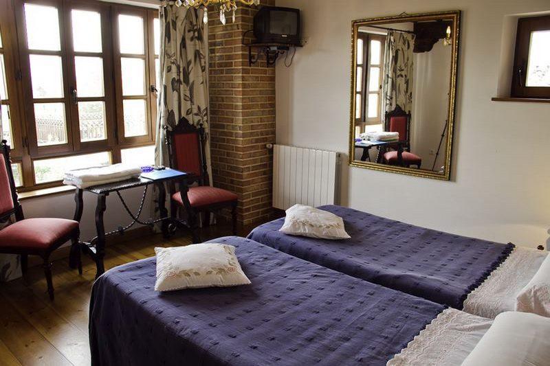 Posada Rural Mari Paz Posada Rural en Comillas Cantabria Habitación con dos camas