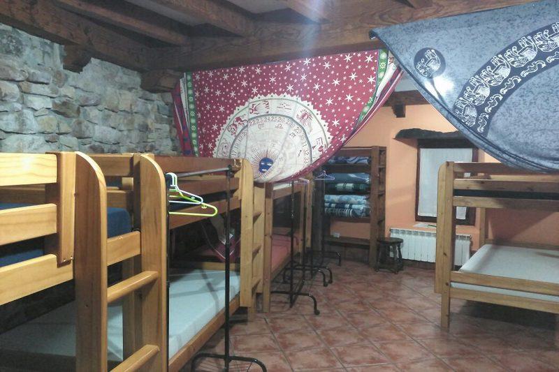 Albergue rural La Tejedora Albergue rural en Ojebar cantabria uno de los dormitorios