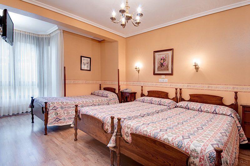 Habitación familiar  del Hotel Riotuerto, Hotel familiar cerca de Cabarceno en La Cavada Cantabria