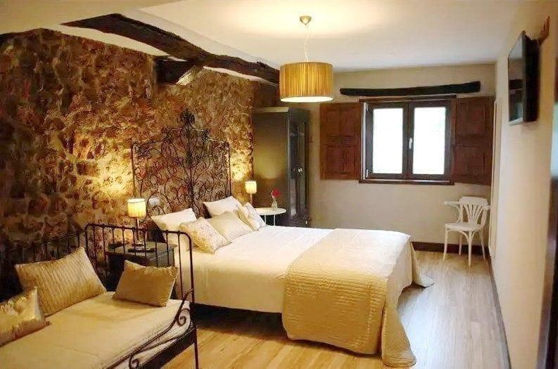 Habitación de la Posada La Corralada, Posada rural con Jacuzzi en Pamanes, Cantabria Posada rural con jacuzzi cabárceno