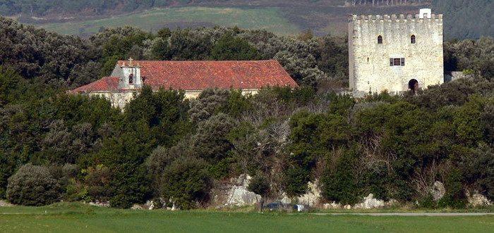 Torre del Rebollar en Arnuero, Que ver en Arnuero (Cantabria) Lugares de interes