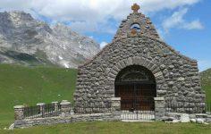 Ermita de la Virgen de la Salud,Qué ver en Camaleño Liébana (Cantabria)