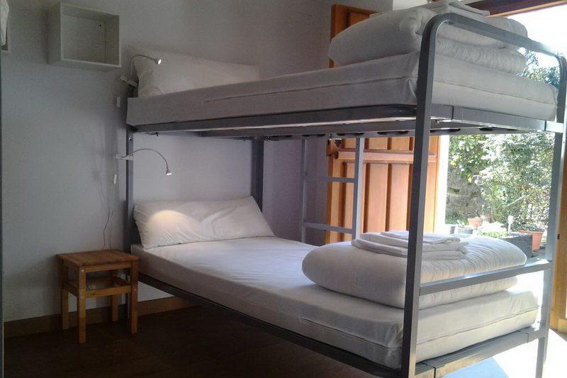 Albergue camino de Santiago Cantabria, Albergue El Pino habitación con litera doble