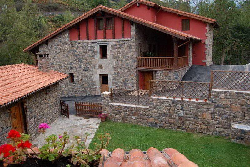 Casa rural en potes con piscina viviendas rurales y spa for Casas rurales con piscina en alquiler