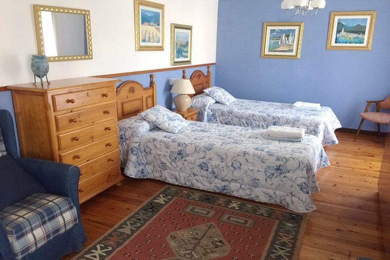 El Rincon de Lucia, Casa rural cerca de la playa de Langre Cantabria Habitación de dos camas decoración infantil