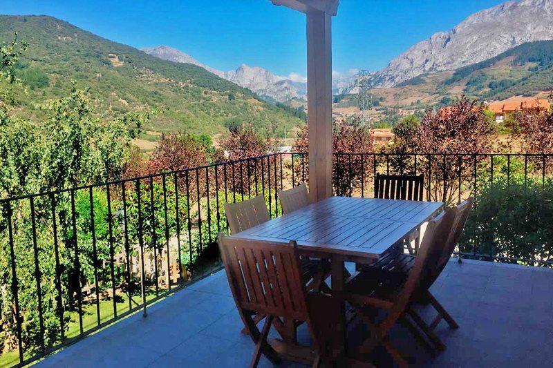Vistas desde la terraza en Apartamentos rurales en Potes