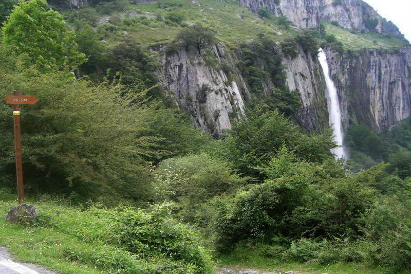 Senderismo: Cascada y nacimiento del Río Asón