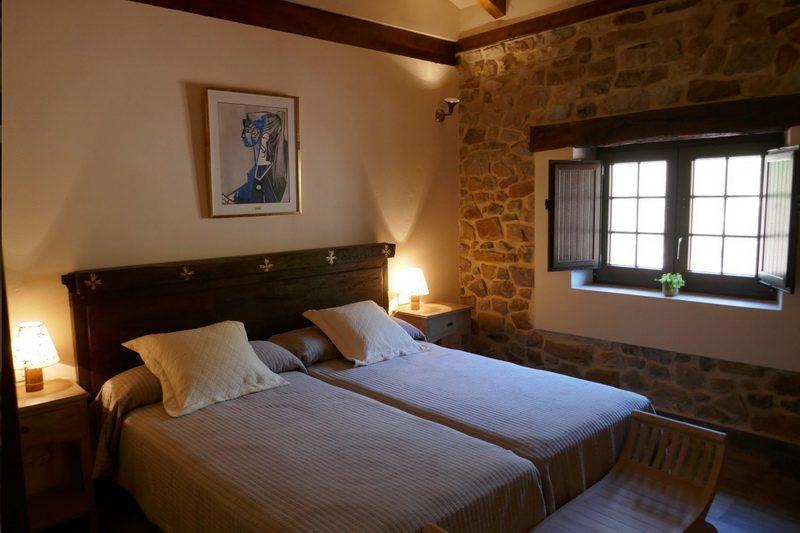 Habitación de matrimonio con dos camas de Posada Los Prados 45