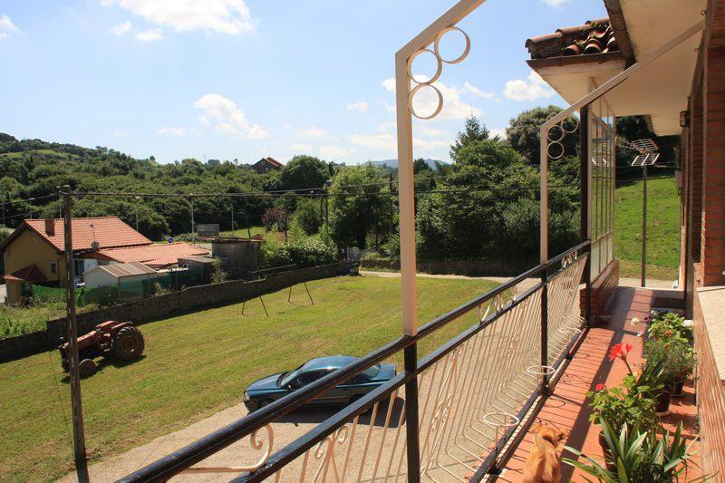 Vistas y aparcamiento de Casa rural Pita Pinuca en Cabárceno