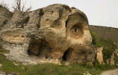 Ermita rupestre de San Acisclo y Santa Victoria de Arroyuelos