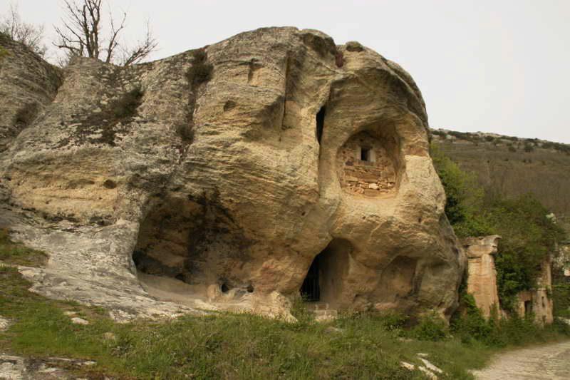 Ermita rupestre de San Acisclo y Santa Victoria de Arroyuelos ...