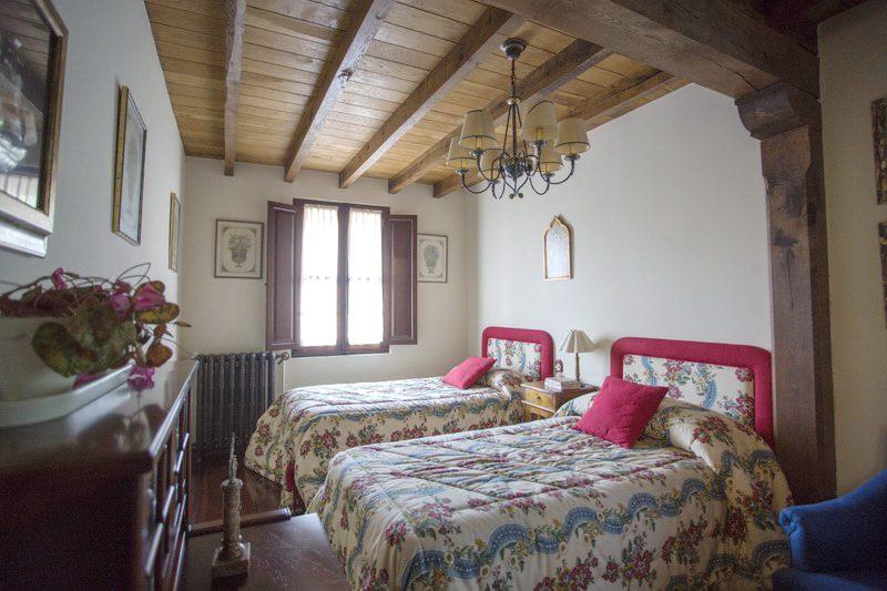 Habitación con dos camas de Casa rural Solallosa 112